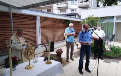 Mission-Possible-Gruppe feiert Fronleichnam in Einrichtungen